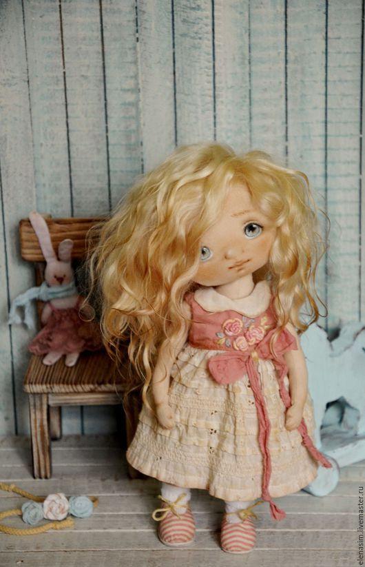 Handmade fabric art doll | Очаровательная текстильная кукла Эмили — работа дня на Ярмарке Мастеров. Узать цену и купить: http://www.livemaster.ru/elenasim  #handmade #craft #art #design #doll #artdoll #beautiful #livemaster #ярмаркамастеров #ручнаяработа #рукоделие #кукла #авторскаякукла