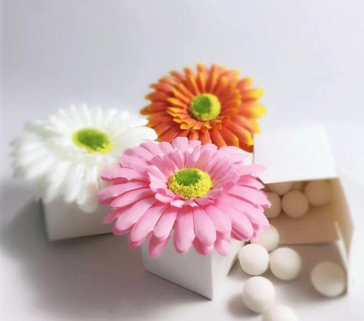 Daisies Favour Boxes http://www.ebay.co.uk/ulk/itm/252286532096