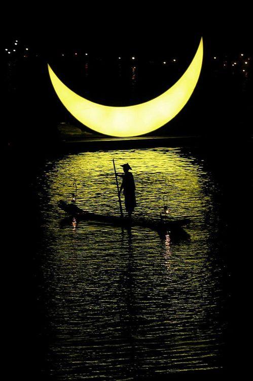 Yellow Moon                                                       …                                                                                                                                                                                 Mais