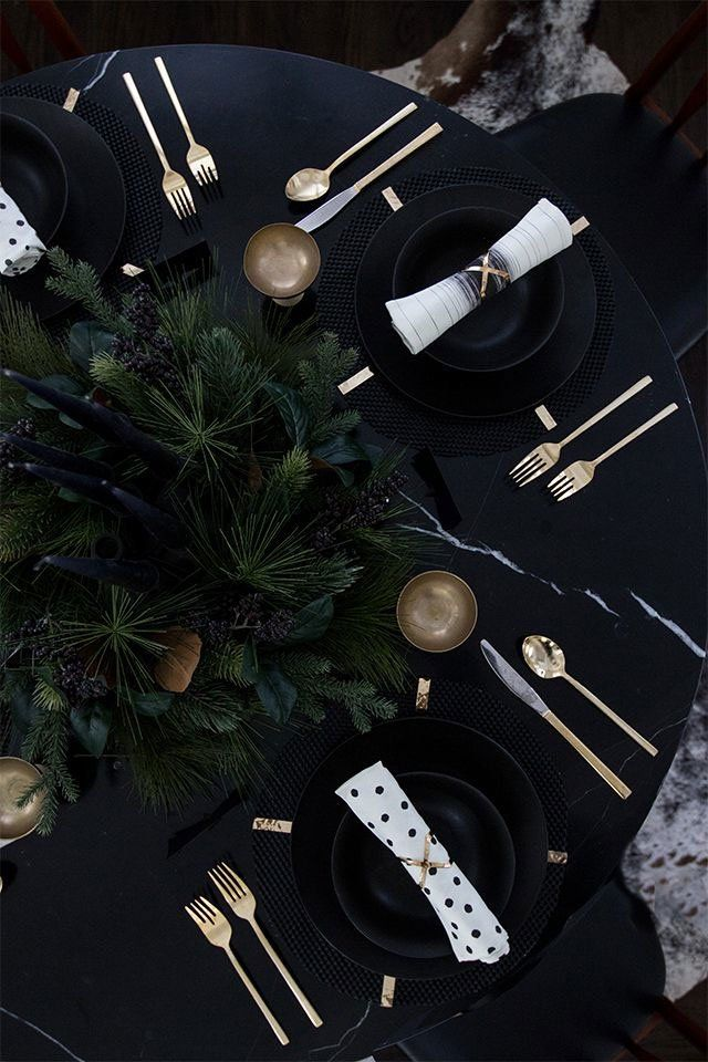 Exquisite all black Christmas with gold little details @pattonmelo