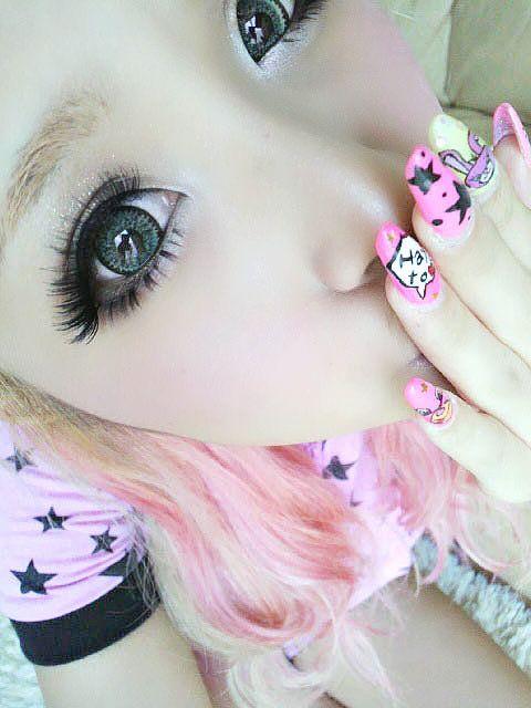 Cute Gyaru w/Cirlce Lenses, Falsies and Artificial Nails