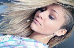 Opgeschoren kapsel vrouwen lang haar