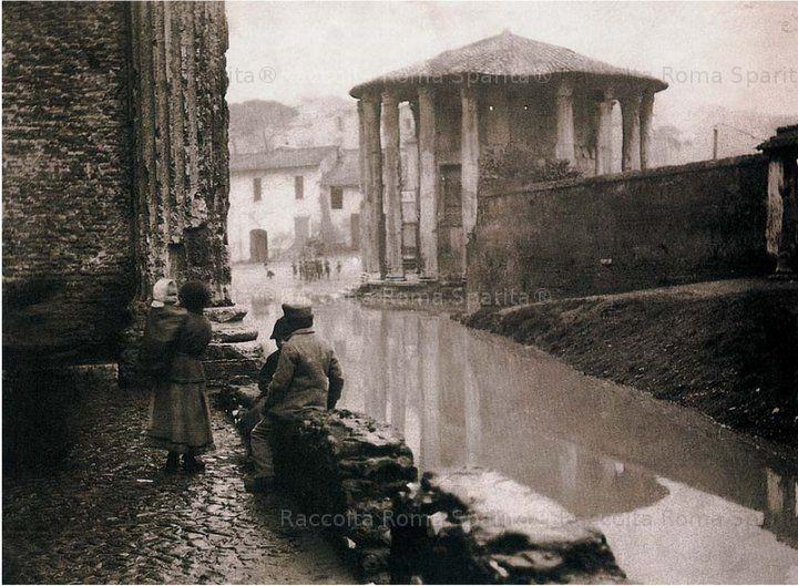 e: Il tempio di Ercole Olivario o Vincitore, detto di Vesta, in seguito all'inondazione del Tevere a Roma Anno: dicembre 1870