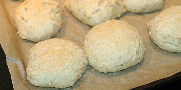 Luftige boller fyldt med havregryn og fantastisk god smag. Gode til morgenmaden, eftermiddagskaffen eller i madpakken.