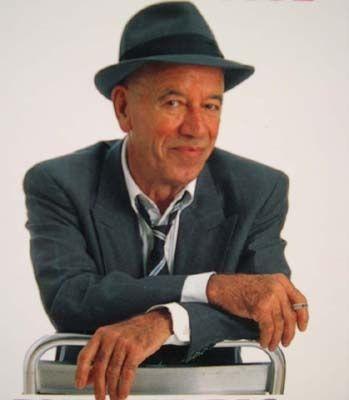 André Joseph Pousse (1919 -2005). Il est né à Paris. Il voulait devenir menuisier, mais il commence sa carrière comme coureur cycliste où il est très doué et participe surtout à des courses de type : Six jours (Il n'a jamais caché que les cyclistes carburent...