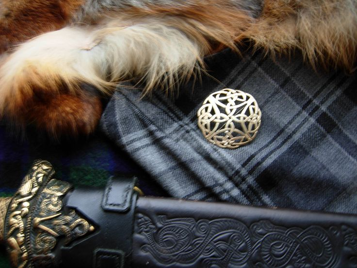 New addition to my #etsy shop: Celtic Outlander inspired clothing Metal Brooch. Hand made of Brass Scottish kilt pin. Gold colour accessory http://etsy.me/2EfjAlz #jewellery #gold #kilt #no #outlander #cosplay #celtic #brooch #stpatricksday