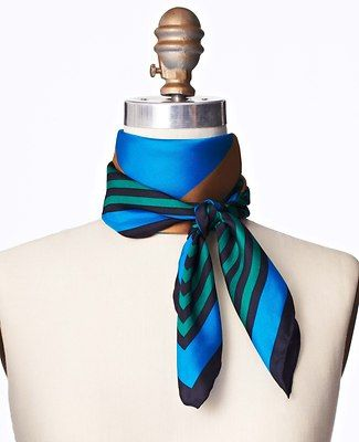 chic way of tying a scarf