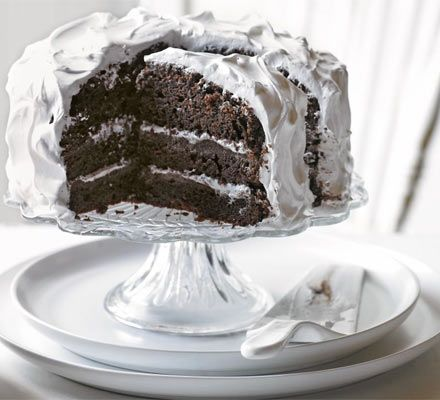 The ultimate in indulgence, this chocolate fudge cake looks like a star with American-style frosting and bakes in just one tin