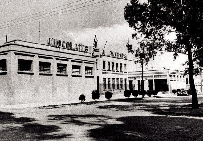 Fábrica de chocolates Larin en la Av. Ejército Nacional ca. 1937.
