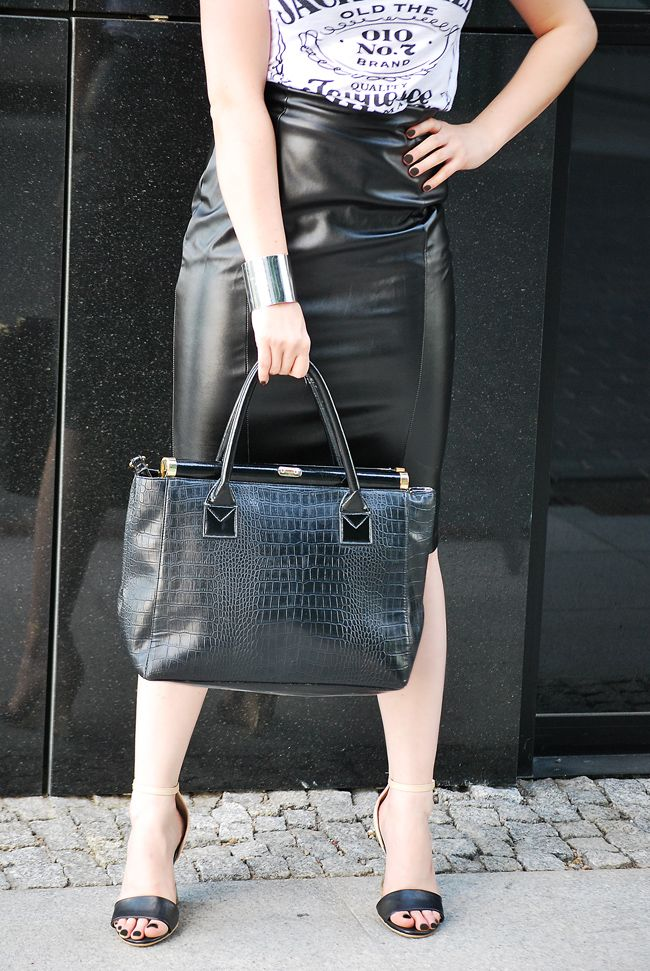 black skirt  http://www.musthavefashion.pl/koszulka-jack-daniels/