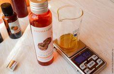 Творим вместе эликсир молодости Рецепт такой:     масло маракуйи 50%;     масло жожоба 10%;     масло пикуи 30%;     масло облепихи 10%;     витамин Е 0,2-0,5%;     экстракты: ламинарии, зеленого чая, шиповника. У меня еще омолаживающий купаж экстрактов. И купаж для повышения эластичности кожи и укрепления капилляров. Всех вместе 2%. Это максимальная дозировка, рекомендованная производителем экстрактов. Вы можете использовать любые омолаживающие, антиоксидантные экстракты, которые есть у…