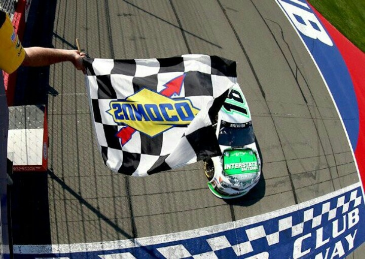 Kyle Busch: Gifted and Giving Racing Star (Sports Stars Who Give Back)