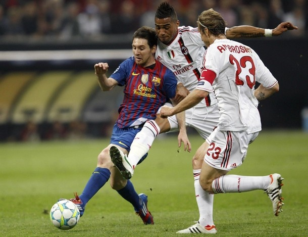 Barcelona's Lionel Messi (L) challenged by AC Milan's Kevin-Prince Boateng (C) as Massimo Ambrosini