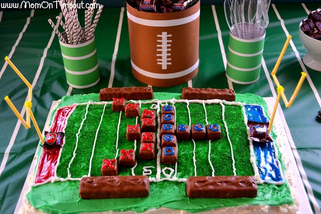 Parties Crafts And Cake Decor Boksburg : 25+ best Football Field Cake ideas on Pinterest