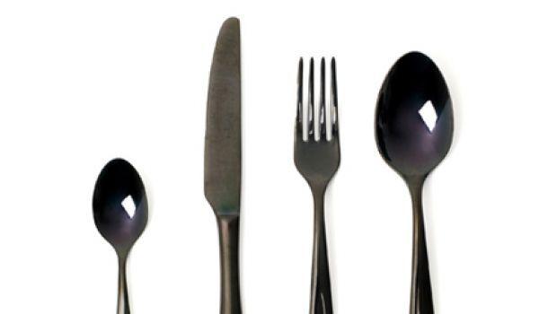 Lusso a tavola, le posate in bronzo, oro e titanio di Skitsch