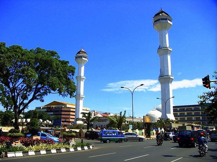 Bandung, Mesjid Agung Bandung: Wisata Keluarga di Kota Bandung