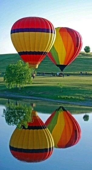Color - Hot air balloon reflection in the lake. - photographer Kep Piserpa