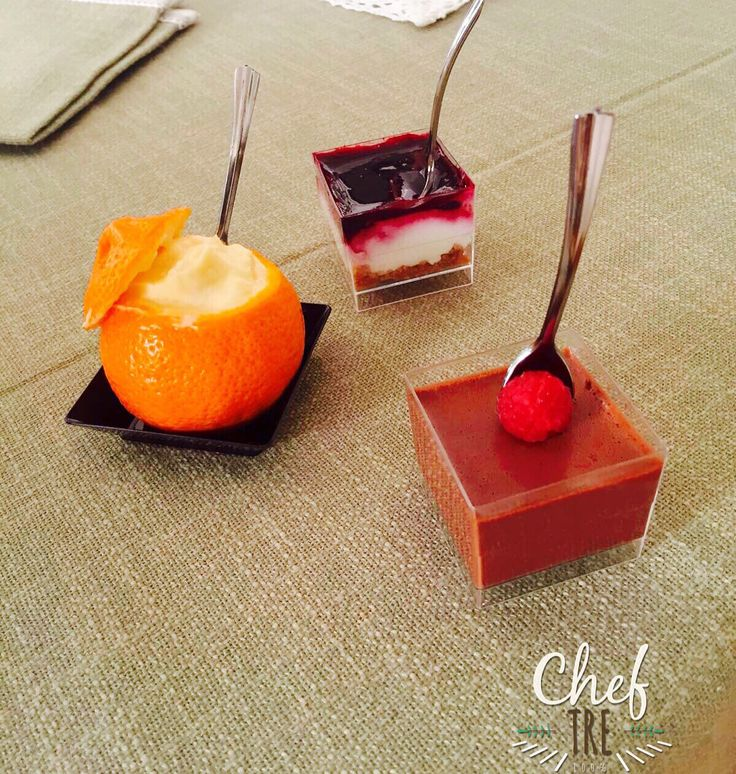 Finger food dessert! Cheesecake con coulis di lamponi, spuma al mandarino nel suo guscio, mousse di cioccolato con lampone. Finger food dessert! Cheesecake with raspberry coulis, mandarin mousse in his shell, chocolate mousse with raspberry. #cheftre #amazing #beautiful #delicious #dinner #eat #eating #food #foodgasm #foodpic #foodpics #foodporn #foods #homemade #hungry #instafood #instagood #love #lunch #munchies #sharefood #TagsForLikes #yummy #yumyum