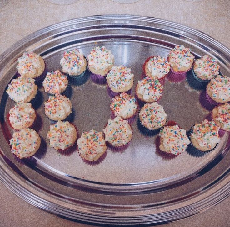 100 days of school cupcakes by @stephabubbles