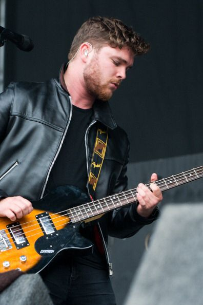 Mike Kerr from Royal Blood! Same effect as caleb followill :) mmmm! And an amazing bass guitarist