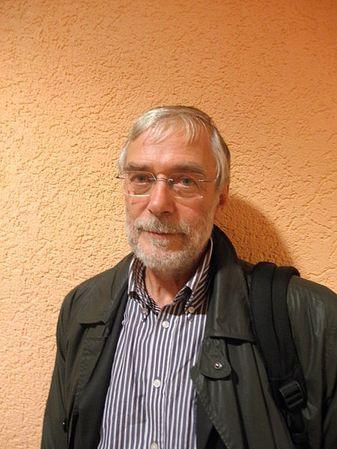 Az Élet és Tudomány 2009. évi 13. számában olvasható volt egy figyelemreméltó és lebilincselő írásGerald Hütherprofesszorral, aki az egyik legismertebb német agykutató és neuropszichológus. Közérthe