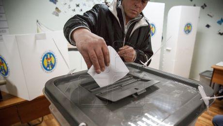 """Votul uninominal, susţinut de oamenii de cultură din Moldova. """"Va responsabiliza deputaţii"""""""