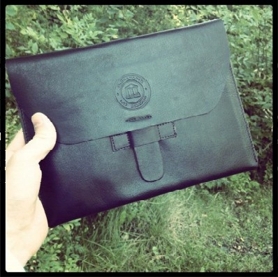 Hunter dark leather envelope for iPad by Gordon Andersson on Facebook.