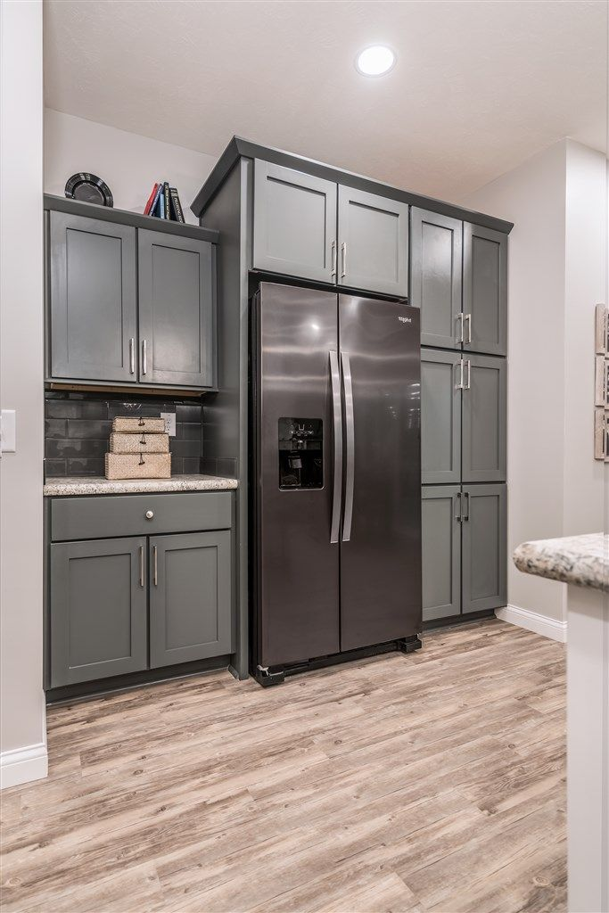 Commodore Homes Of Indiana Aw462a Oakley Aurora Classic Ranch K Slate Appliances Kitchen Black Stainless Steel Kitchen Stainless Steel Kitchen Appliances