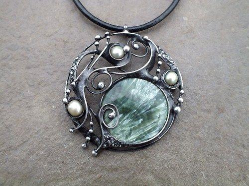Circle - serafinit a říční perly