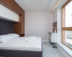APARTAMENT NAD WISŁĄ - Średnia sypialnia małżeńska, styl nowoczesny - zdjęcie od STUDIO FORMA