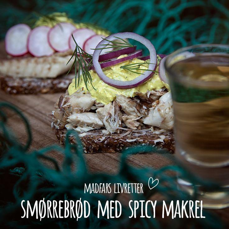 Endnu et klassisk stykke smørrebrød forvandlet til Madfars Livretter. En seriøs konkurrent til den danske sildemad. Makrel i saltlage på rugbrød med radiser, rødløg og hjemmelavet spicy karrysalat. Tag en skarp til og velbekomme!  Se opskrift i bio.