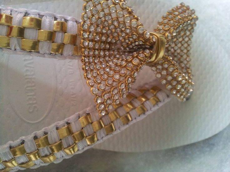 branco e dourado....