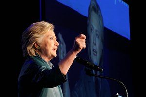 Clinton gaining ground as Obama's approval ratings go up – campaign live