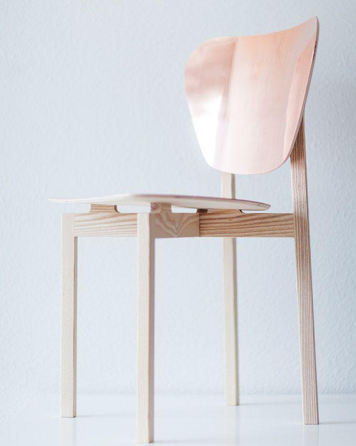 Doppio café chair bois et cuivre par Riku Tuppela #design #pin_it @mundodascasas Veja mais aqui(See more here) www.mundodascasas.com.br