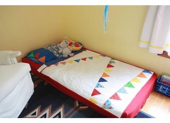 17 best images about montessori floor bed on pinterest the floor montessori classroom and. Black Bedroom Furniture Sets. Home Design Ideas