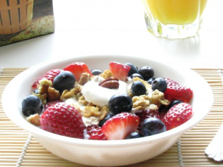 Greek Yogurt with blueberries, strawberries, and low-fat granola! Start your morning off right with this delicious fat burning meal :)! www.Mydietfreelife.com