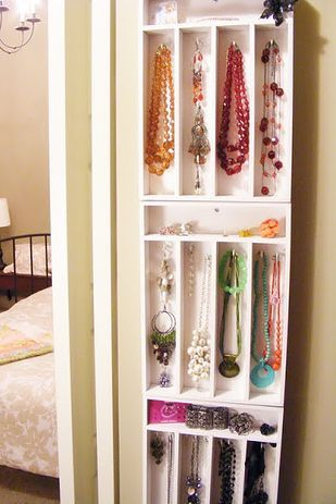 Store your accessories using cutlery trays