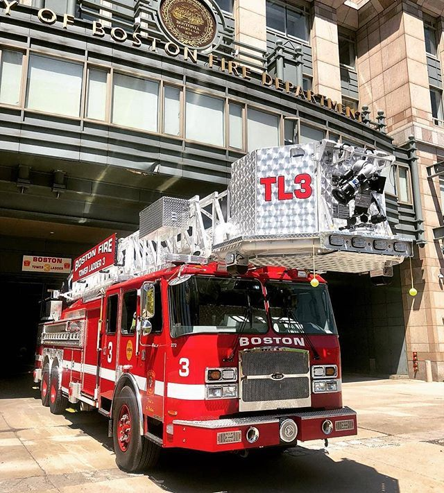 Firefightingphotography Boston Fire Towerladder3 Eone Brandnew Photo By John Cetrino Firefightingphot Fire Trucks Pictures Fire Trucks Fire Department