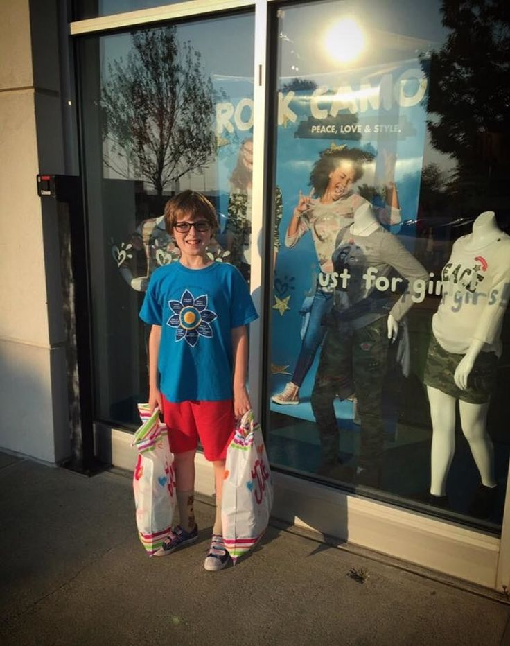 A Mom Thanked A Girls' Clothing Store For Making Her Gender-Nonconforming Kid Feel Welcome