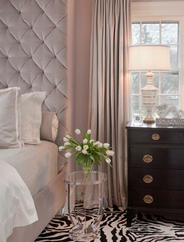 lit-rose-avec-tete-de-lit-capitonné-rideaux-et-couleur-peinture-mur-rose-tapis-zèbre-commode-en-bois-vintage-ambiance-élégante-peinture-chambre-adulte