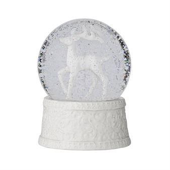 Den ljuvliga lilla snögloben med ren från Bloomingville är en underbar juldekoration tillverkad i glas och porslin med en vit ren och gnistrande snö. Snögloben är perfekt att ge bort som present och uppskattas av både barn och vuxna!