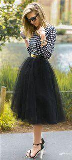 ギンガムシャツ 黒スカート