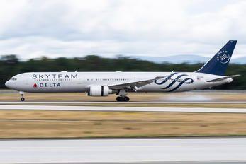 N844MH - Delta Air Lines Boeing 767-400ER photo (126 views)