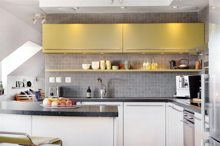 Żółte szafki kuchenne