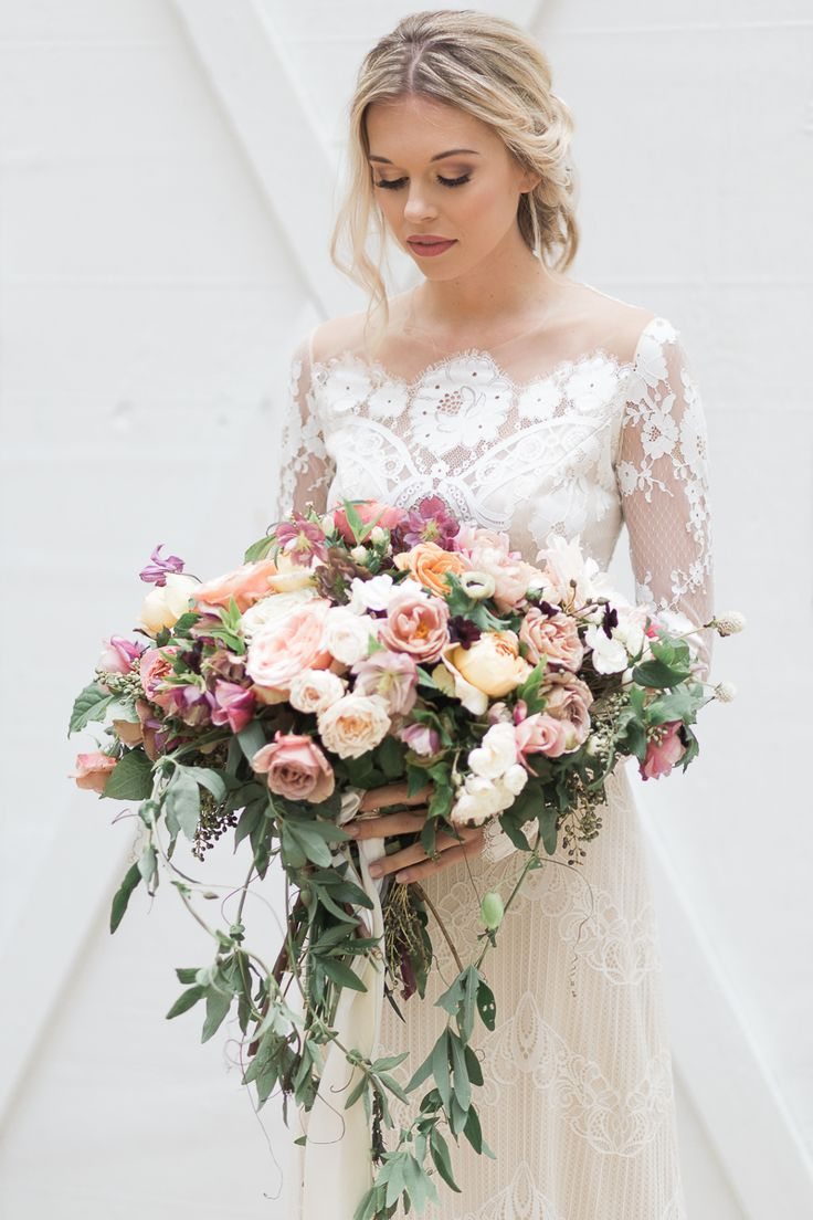 romantic wedding flowers - photo by Carography Studios http://ruffledblog.com/georgia-woodland-wedding-inspiration