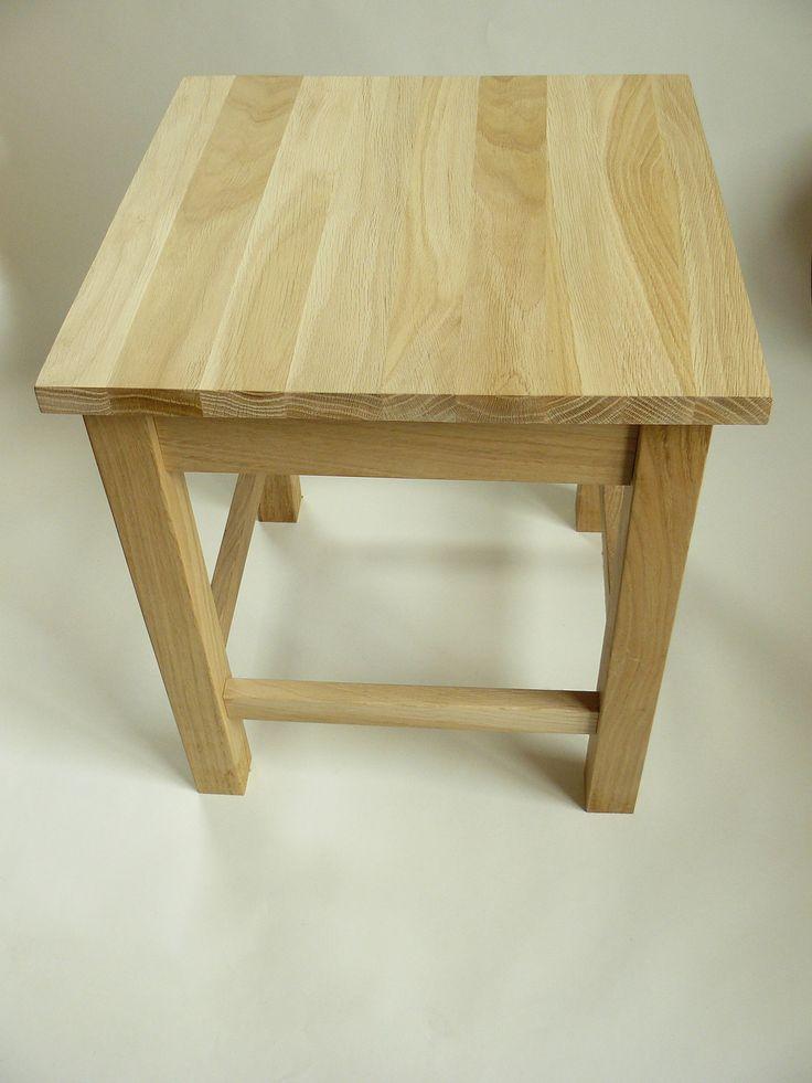 Dubová stolička DB vyrobená pomocí klasických spojů na čep a dlab