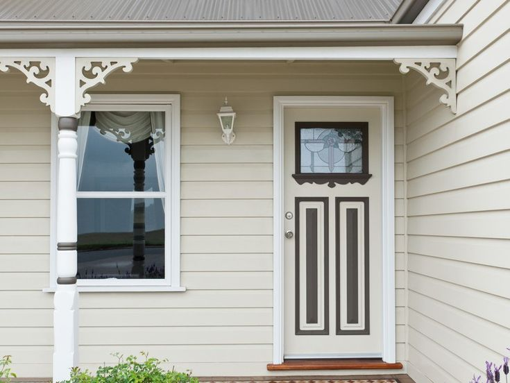 This federation exterior exudes old-time charm, enhanced by painting the intricate features of the front door in a darker neutral colour contrasting well the