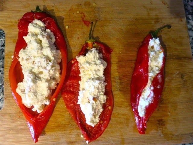 Продолжаю готовить по рецептам ресторатора Йотама Оттоленги. Сегодня у меня чудесные, яркие, ароматные запеченные красные сладкие перцы, ф...