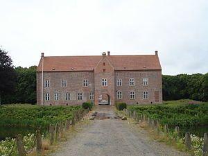 Sæbygård, Jylland - Sæbygaard hørte i middelalderen under Børglum Bispesæde. Ved reformationen overgik gården til kronen, som ved mageskifte 1560 overlod den til admiral Otte Rud og Pernille Oxe