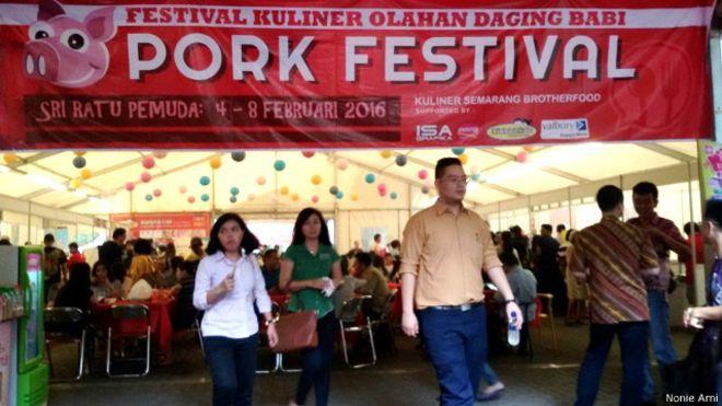 Sambut Imlek Ada Festival Makanan Babi di Kota Ini : Jelang perayaan Imlek Imlek yang jatuh pada 8 Februari 2016 warga Kota Semarang dihebohkan dengan acara pesta daging babi yang disebut-sebut baru pertama kali digelar